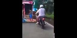 Motorcycle in Tandem Umatake na Naman
